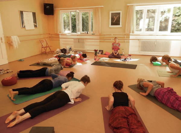 Yoga-Ausbildung-FOUNDATIONS-of-YOGA-1b-600×441